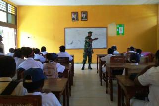 Babinsa Jayapura bekali wawasan kebangsaan kepada pelajar Depapre