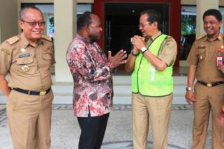 Gubernur Sulteng terima bantuan Pemprov Papua