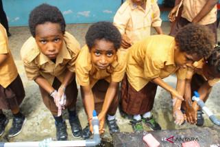 Ratusan siswa rayakan hari mencuci tangan sedunia di Timika