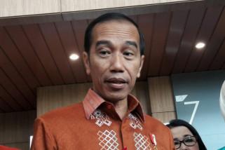 Presiden Jokowi beli jaket lokal khas anak muda