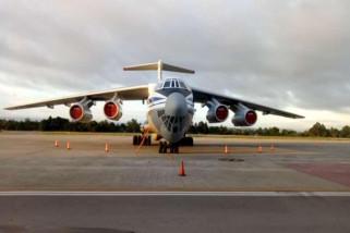 Pesawat pengangkut peserta APEC dari Rusia parkir di Sentani
