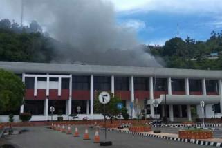 Kantor Gubernur Papua terbakar