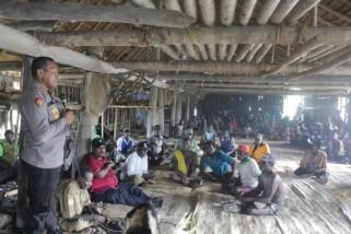 Bupati dan Kapolres Asmat sampaikan pesan kamtibmas di Pulau Tiga