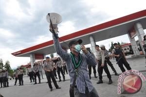 Demo Tolak BBM Berakhir  Ricuh