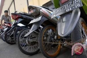 Polisi Amankan 93 Motor Curian Kelompok Teroris