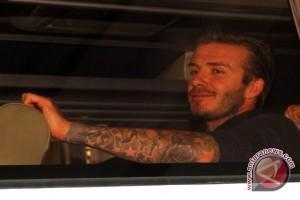 Keluarga Beckham bermain bersama anak-anak Sumba