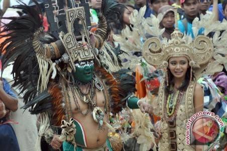 Model Rusia Meriahkan `Tomini Fashion Carnival`