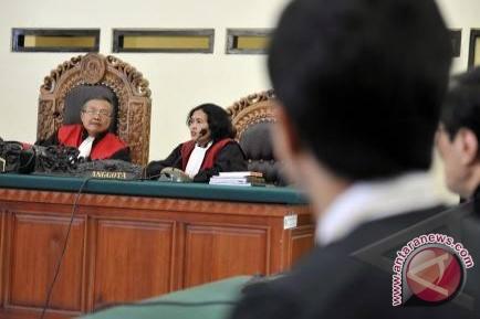Hakim Heran Terdakwa Jadi Bodoh Dalam Persidangan