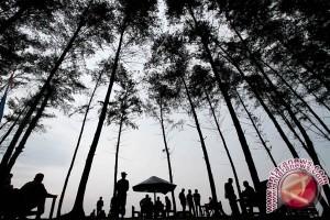 Kunjungan Wisatawan Ke Danau Tambing Poso Turun