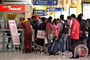 Arus Penumpang Di Bandara Mutiara Palu Turun