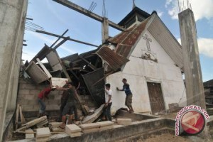 Siswa Korban Gempa Masih Belajar Di Tenda