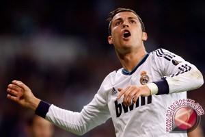 Ronaldo Cetak Hatrik Saat Real Taklukan Ajax