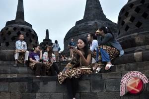 Turis Harus Pakai Batik Saat Kunjungi Borobudur dan Prambanan