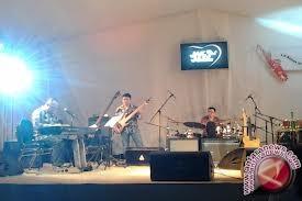 Ikang Fawzi Kejutkan Penonton Djakarta Artmosphere