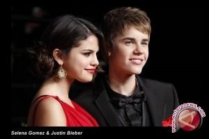 Justin Bieber Bubaran dengan Selena Gomez