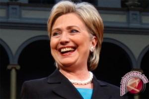 Hillary Kembali Bekerja Senin