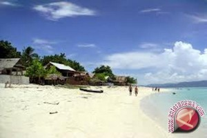 Tanjung Karang Diserbu Warga Palu Rayakan Tahun Baru