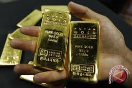 Emas berjangka naik ditopang pelemahan dolar AS jelang keputusan FED