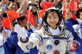 Perempuan Astronot Pertama Italia Menuju Stasiun Luar Angkasa