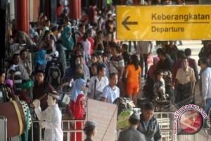 Arus Balik Lebaran di Bandara Mutiara Masih Padat