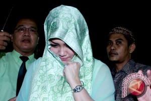 Pernikahan Bella Saphira-Agus Memakai Adat Melayu