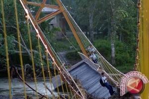 Korban jembatan gantung putus jadi 35 orang