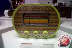 """IKM Bandung Produksi Radio Transistor Etnik """"Panasonic"""""""