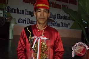Herman Sasia, penerima Kalpataru 2014