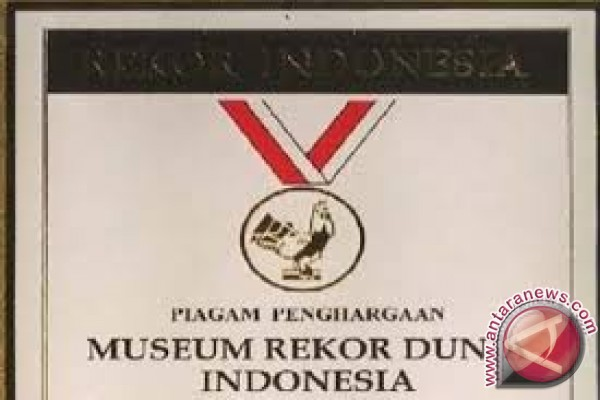 MURI Berikan Penghargaan Wisuda Dengan Tema Budaya