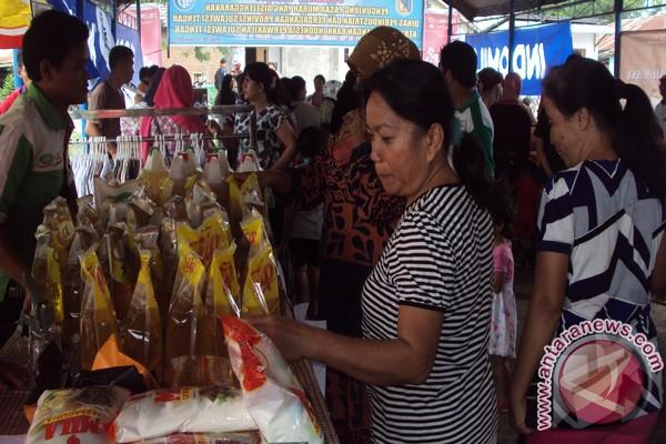 Warga Palu Antusias Belanja Di Pasar Murah