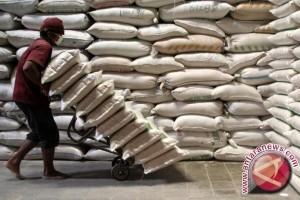 Bulog Sulit Bersain Pedagang Beli Beras Petani