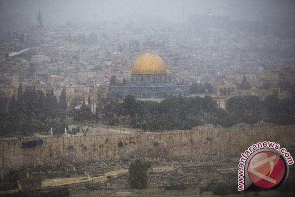 Tentara Israel Serbu Masjid Al-Aqsha