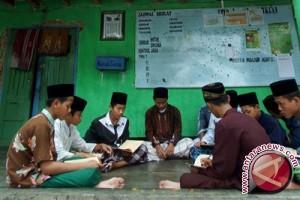 """Sejarawan: """"Westernisasi"""" Pesantren Lemahkan Islam Indonesia"""