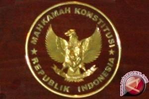 MK tolak uji materi UU KPK