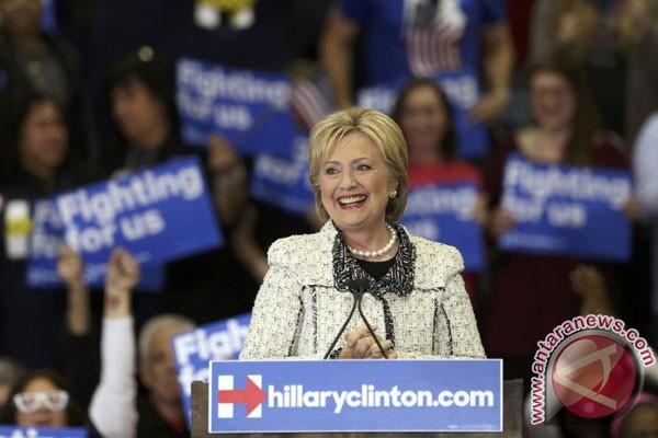 Clinton Dan Trump Bersiap Dominasi