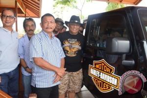 Gubernur Gorontalo Jelajahi Pantai Teluk Tomini