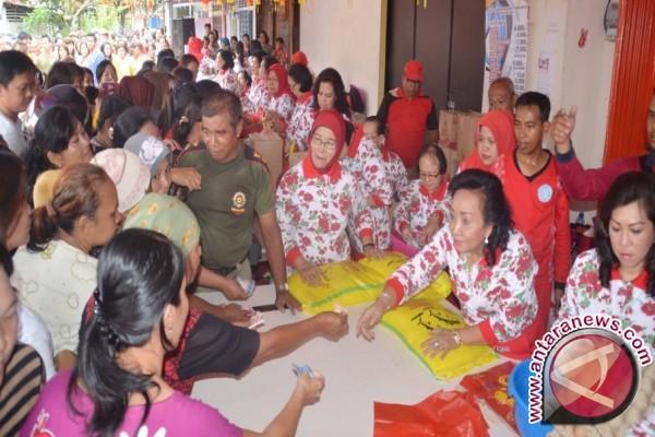 Warga Palu Padati Lokasi Pasar Murah Sembako