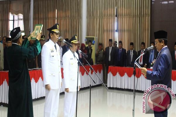 Gubernur Sulteng Lantik Bupati-Wabup Banggai Terpilih