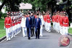 Longki-Sudarto Dikirab Paspampres Di Istana Merdeka.