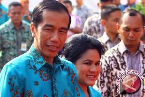 Presiden hadiri resepsi pernikahan keponakan di Surabaya