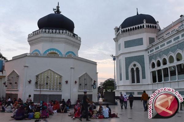 Pelajar Mamuju Kagumi Arsitektur Masjid Raya Medan