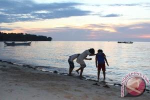 Pantai Kaluku Tarik Minat Wisatawan Berkemah