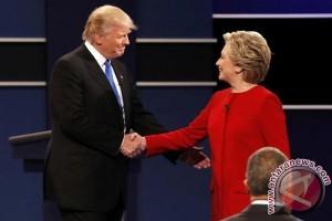 Clinton dan Trump berhadapan dalam debat pertama