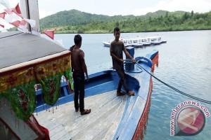 Pemprov Sulteng Bagikan Kapal Kepada Nelayan