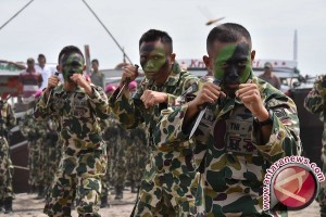 Korps Marinir TNI AL peringati HUT ke-71 bersama rakyat
