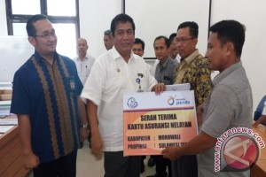 12.309 Nelayan Sulteng Terima Kartu Asuransi Jasindo