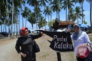 Obyek Wisata Tanjung Karang Padat Pengunjung