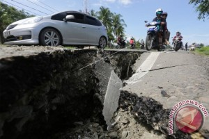Landslides Cut Land Transport Between Palu And Napu