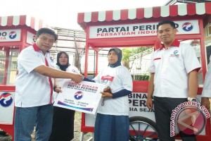 Partai Perindo Sulteng Bagikan 30 Gerobak UMKM