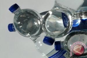 Perempuan hamil sebaiknya jangan minum dari botol plastik
